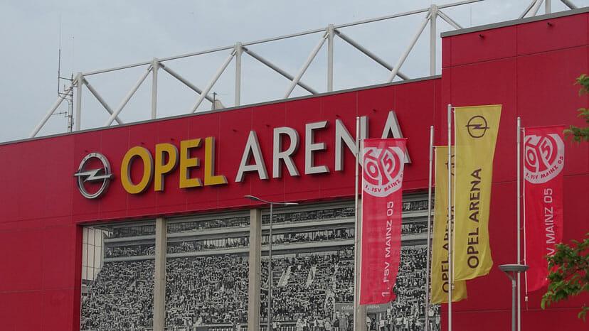 Opel Arena vorne